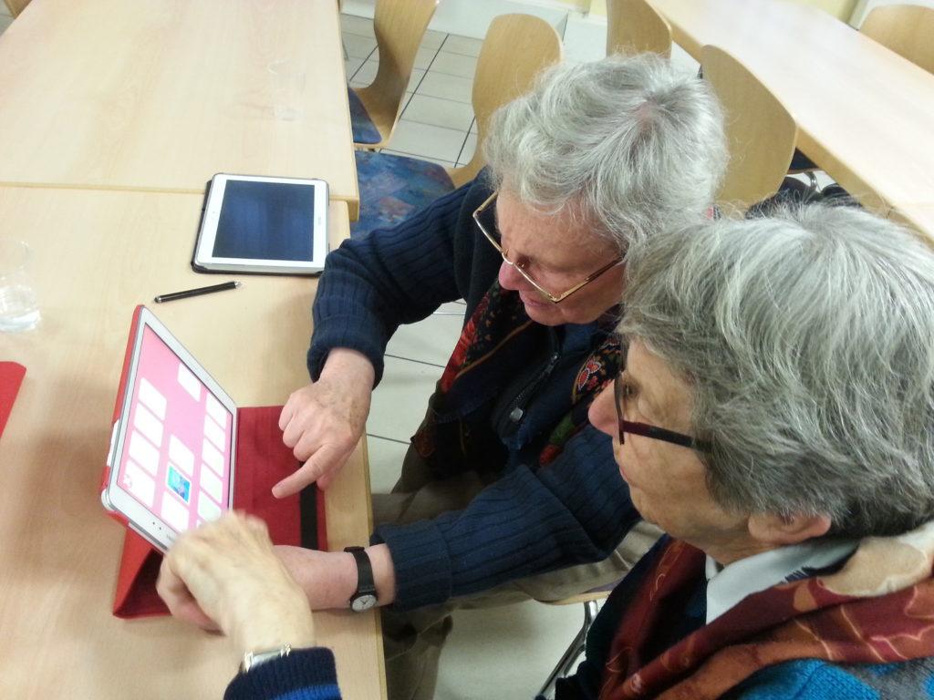 Soigner une personne âgée : comment fonctionne une hospitalisation à domicile ?