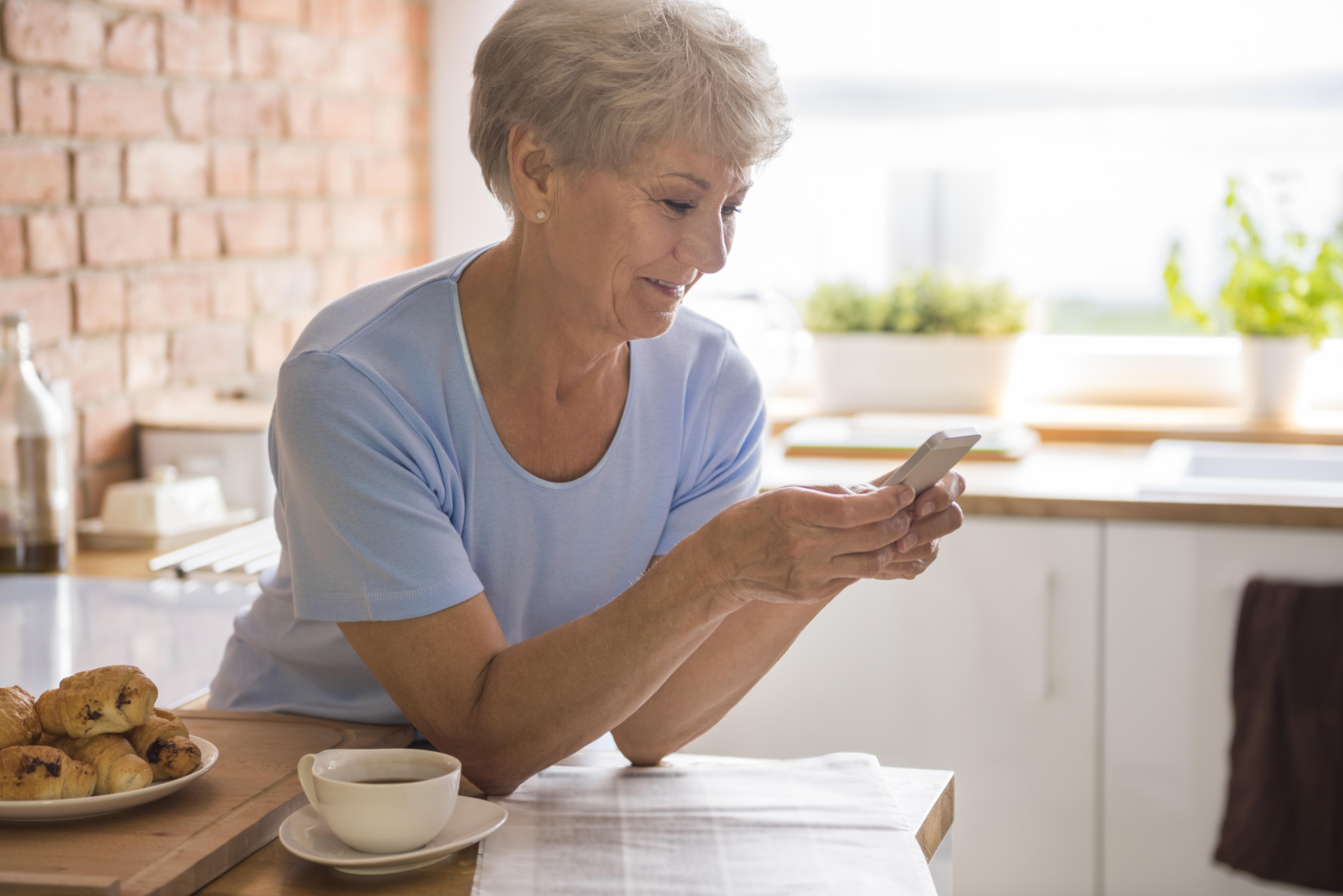 Un smartphone est-il adapté aux personnes seniors ?
